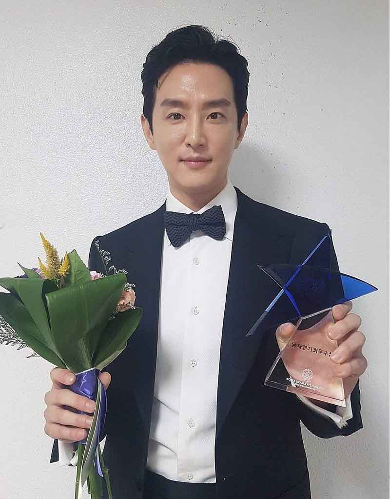 Kwon Yul -Male Top Excellence Award