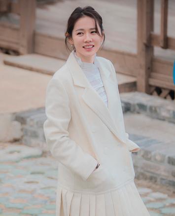 Son Ye Jin (ซนเยจิน) รับบท ยุนจินอา